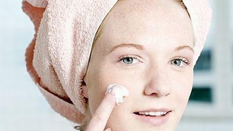 Frissítő bőrhámlasztás a zuhany alatt