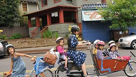 Hétszemélyes bringát épített a nagycsaládos anyuka