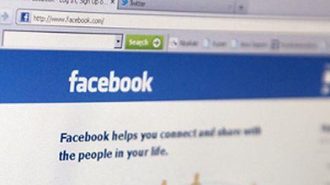Facebookon zaklatják a páciensek az orvosokat