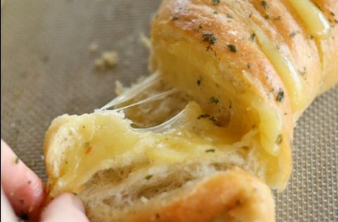 Csináld magad: csavart sajtos bagett