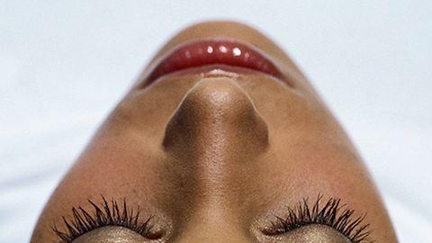 Óriáspillákat növeszt a szempillabotox