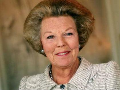 Bejelentette lemondását Beatrix holland királynő