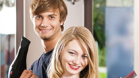 Új trend: a férj a házi fodrász
