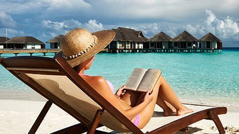 10 remek könyv a strandszezonra
