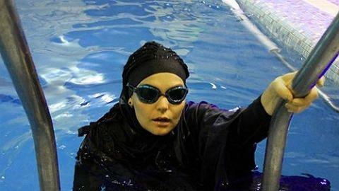 A teste miatt nem ismerik el az úszónőt