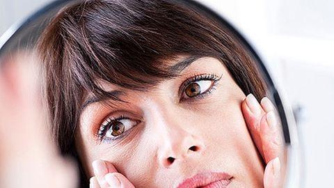 Hány órát aludjunk a szép bőrért?