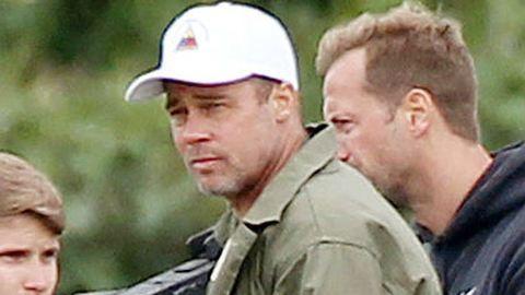 Átváltozás! Kopaszra borotválta fejét Brad Pitt – fotó
