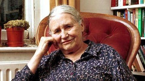 Elhunyt a feminista írónő