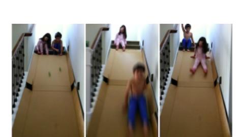 Csúcsjáték s. k.: kartoncsúszda a lépcsőre