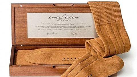 265 ezer forintot kérnek ezért a zokniért