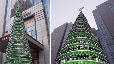 10 méter magas karácsonyfa sörösüvegekből
