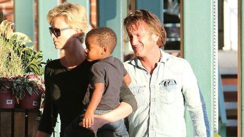 Sean Penn és Charlize Theron: leleplező képsorozat