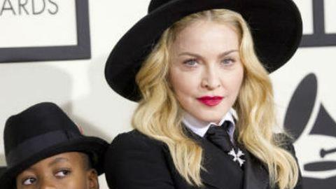 Vele érkezett a Grammy-díjátadóra Madonna – galéria