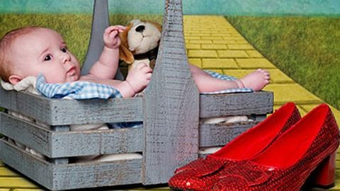 Tündéri fotósorozat: kisbabák mint mesehősök
