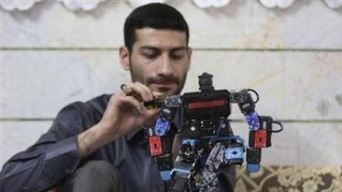 Robot tanítja imádkozni az iráni diákokat