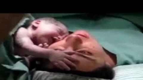Videó egy újszülöttről, amitől könnyekig hatódsz