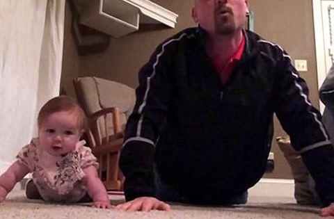 Tündéri videó: kislányával edz az apuka