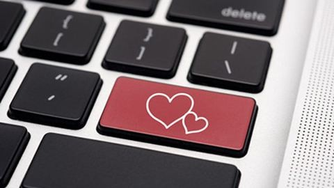 Netes szerelem: alakulhat-e csetelésből igazi kapcsolat?