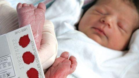 Miért szúrják meg a baba sarkát?