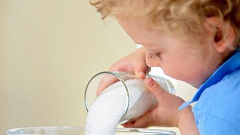 Ennyi cukrot adunk a gyereknek anélkül, hogy tudnánk...