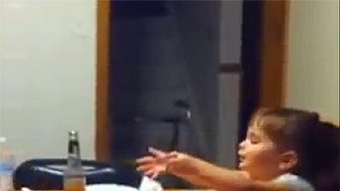 Tündéri videó: olaszul halandzsázik a kislány