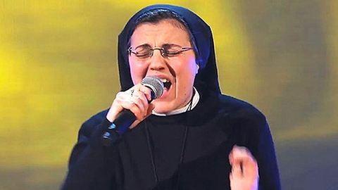 Fergeteges videó: itt az éneklő apáca legújabb produkciója