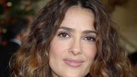 Baleset érte Salma Hayeket