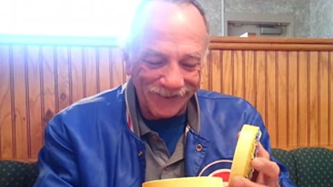 Megható videó: így örül születendő unokájának a nagypapa