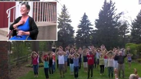 Megható: flashmobot kapott szeretteitől a súlyos rákbeteg nő