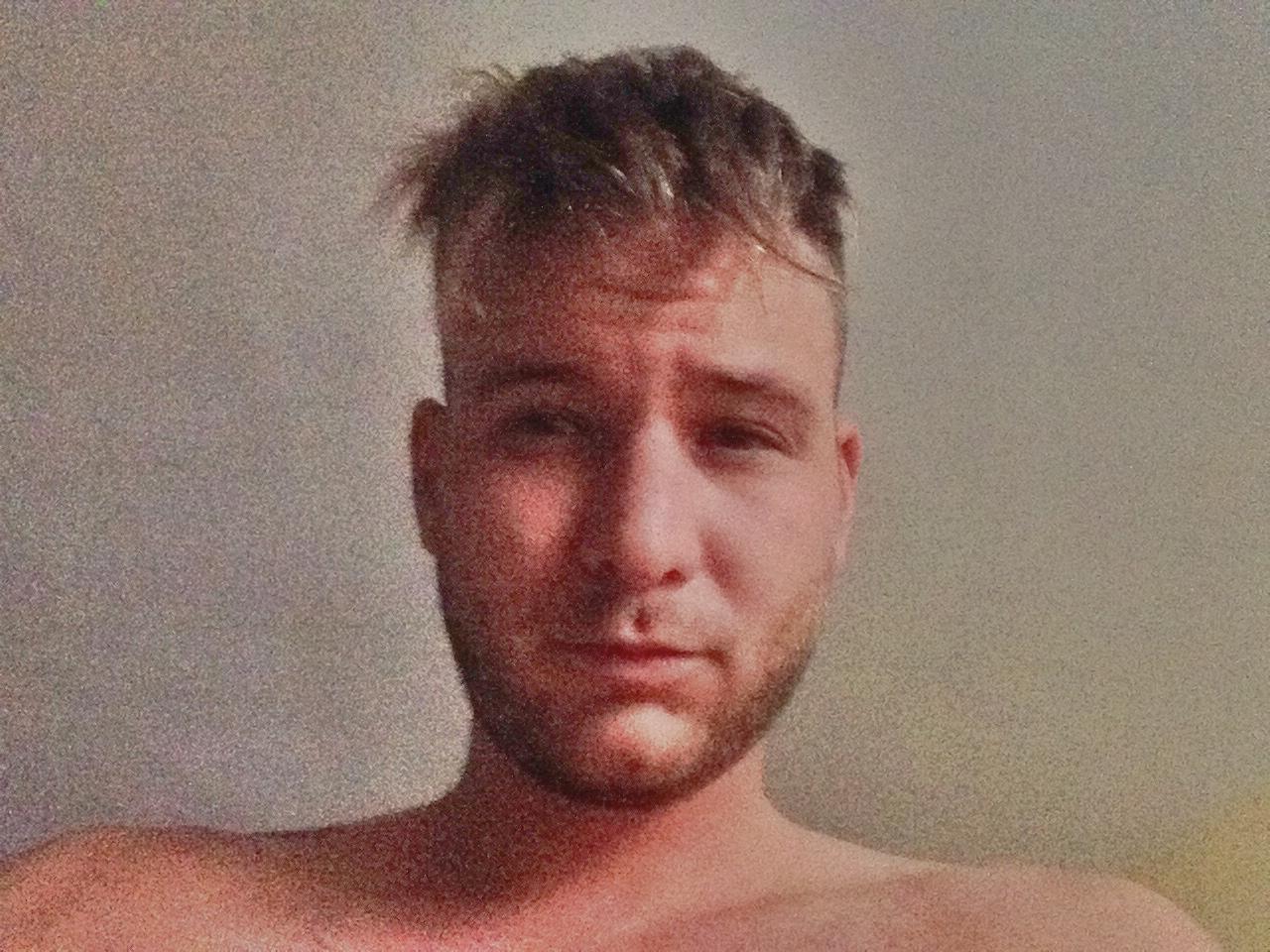 Istenes Bence egy napja 12 selfie-ben