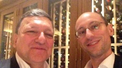 Mi már tudjuk, kivel selfie-zik legközelebb a Prezi-alapító