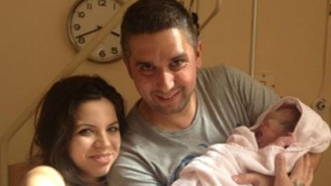 Megmutatta újszülött kislányát Weisz Viktor – fotók