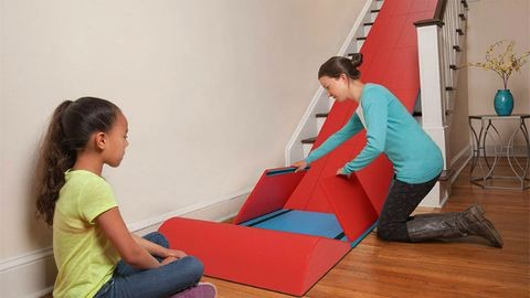 Találmány gyerekeseknek: csúszdává alakul a lépcső