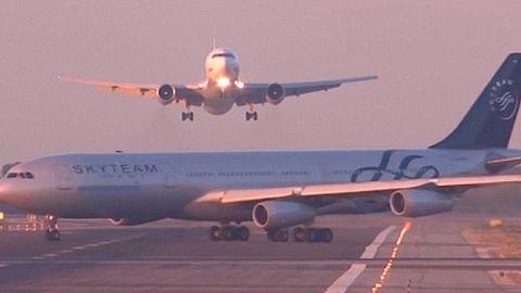 Majdnem összeütközött két repülő – videó