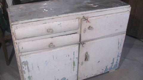 Előtte-utána: menő bútor lett a régi kredencből