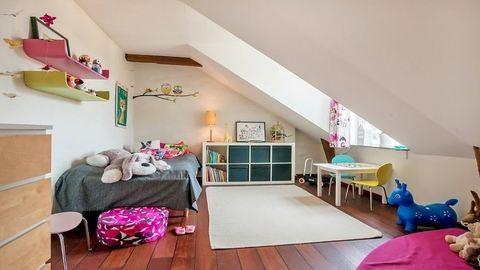 Otthonos tetőtéri lakás skandináv módra
