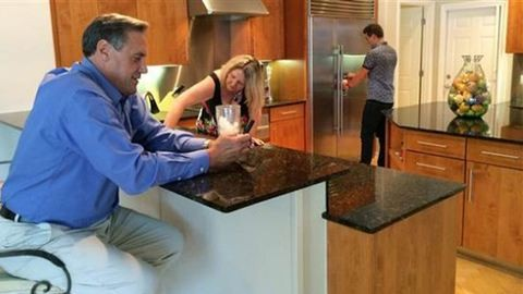 Szellemlakók tartják rendben a luxusházakat