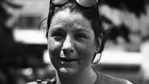 Megdöbbentő videó: ezt teszi az arcoddal a túlzásba vitt napozás