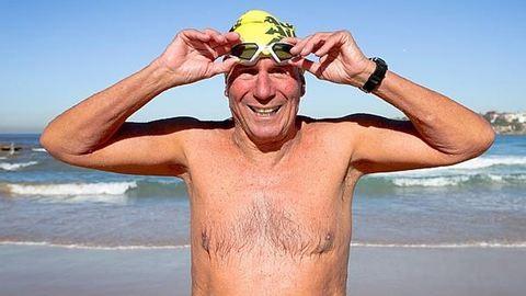 Hetvenévesen úszta át a La Manche csatornát