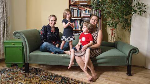 Társas inkubátor: egyedülálló anyák társbérlete