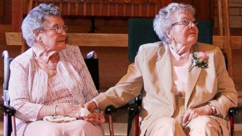 Több mint 90 évesen házasodtak össze a kedves nénik