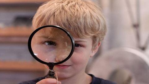 A mostohagyerek apa pénzügyeinek kémje?