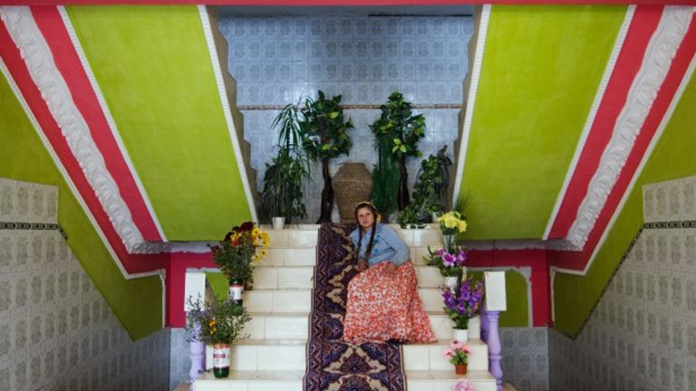 Gazdag romák, színes otthonok – fotók
