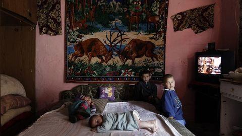 197 ezer magyar gyerek kuksol sötét, hideg lakásban