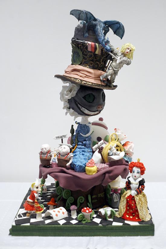 A hobbi kategória győztese sem fukarkodott a figurákkal, és a zsűri agyondicsérte a tortát, pedig a készítőjéről csak annyit tudni, hogy Érden lakik, és nem cukrász, háziasszony.