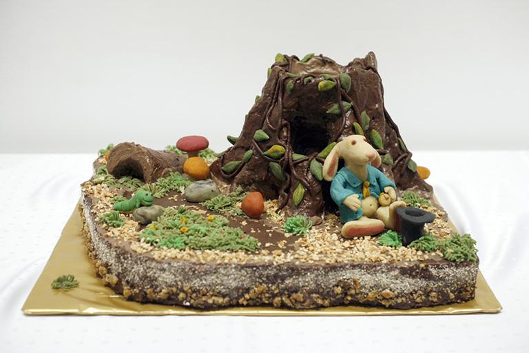 Ez a torta azért üt el a többitől, mert száz százalékig vega, és direkt természetes színekkel készült