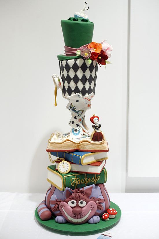 A beérkezett tortát ők zsűrizték: A szakmai zsűri tagjai: Horváth Eszter (SUGAR! Design cukrászda, cake designer)  , Osvárt Judit – Design Hét Budapest - project vezető)  Bakcsy Árpád - ételfotós, Már