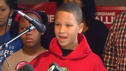 Szegény gyerekeknek gyűjt a 11 éves kisfiú
