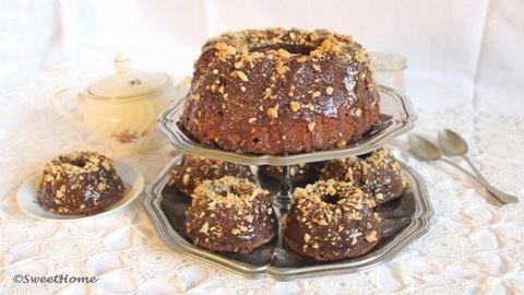 Csokoládés kuglóf mogyorós karamellszósszal