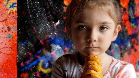 Lenyűgöző képeket fest egy hétéves kislány – fotók